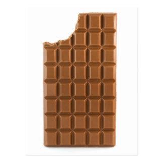 Barre de chocolat avec une carte postale absente