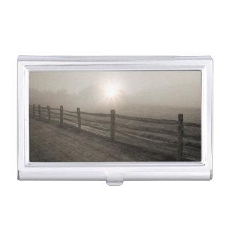Barrière et rayon de soleil par le brouillard près étuis pour cartes de visite