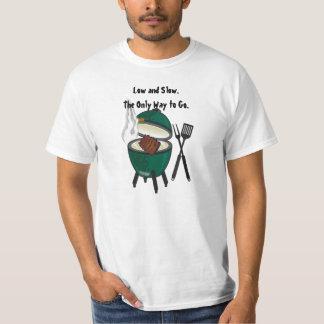 Bas et lent. La seule manière au grand oeuf vert T-shirt