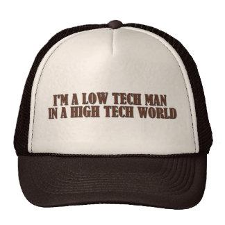 Bas homme de technologie dans un monde de pointe casquette trucker