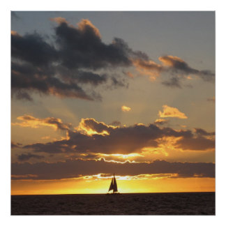 Bateau à voile au coucher du soleil posters