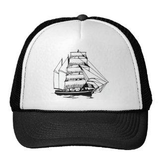 bateau à voile blanc noir grand casquettes de camionneur