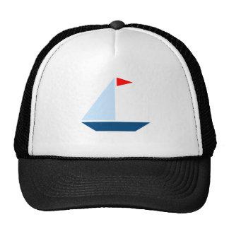 Bateau à voile de drapeau rouge casquettes