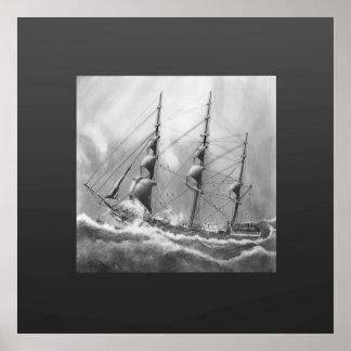 Bateau à voile en noir et blanc sur de hautes mers affiche
