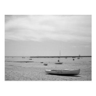 Bateau à voile sur la plage de Provincetown Cartes Postales