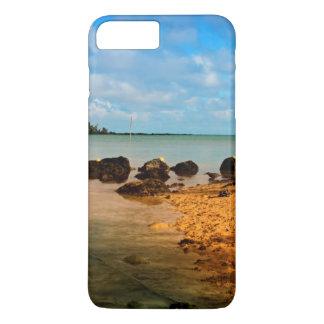 Bateau de pêche sur la plage mauricienne avec coque iPhone 7 plus