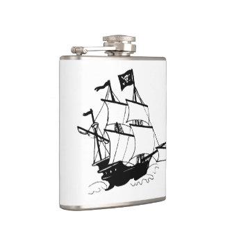 Bateau de pirate flasques