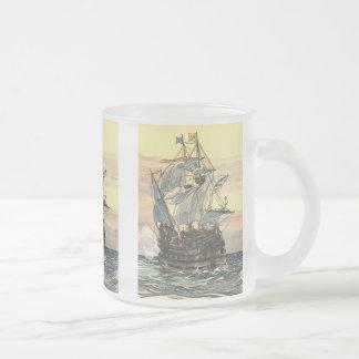 Bateau de pirate vintage, navigation de galion sur mug en verre givré