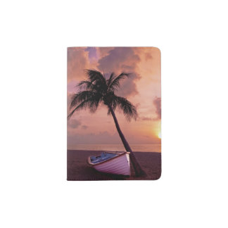 Bateau et palmier au coucher du soleil protège-passeport