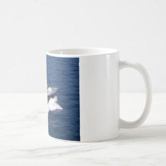 Bateau pilote à la vitesse mug