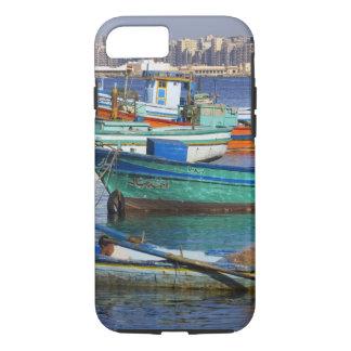 Bateaux de pêche colorés dans le port de coque iPhone 8/7