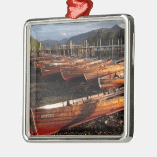 Bateaux sur des rivages d'ornement en métal de ornement carré argenté