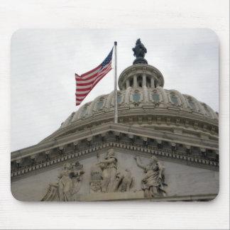 Bâtiment de capitol des USA avec le drapeau améric Tapis De Souris