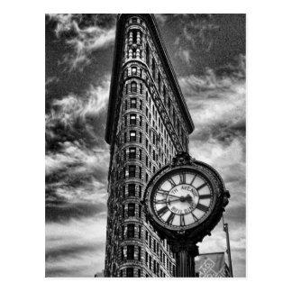 Bâtiment et horloge de Flatiron en noir et blanc Cartes Postales