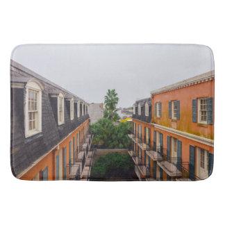 Bâtiments et palmiers à la Nouvelle-Orléans Tapis De Bain