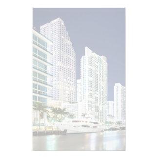 Bâtiments le long de la rivière Riverwalk de Miami Papier À Lettre Personnalisable
