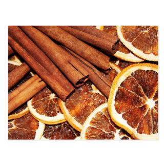 Bâtons de cannelle avec les tranches oranges carte postale