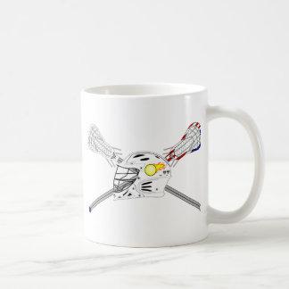 Bâtons de lacrosse avec le casque mug