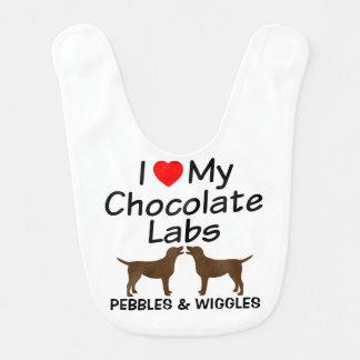 Bavoir Le bébé aime deux laboratoires de chocolat
