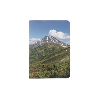 Beau paysage de volcan d'été protège-passeport