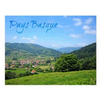 Beau village réglé dans la campagne Basque Cartes Postales