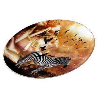 Beau zèbre avec des oiseaux assiette en porcelaine