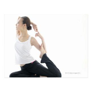 beauté de jeune femme, yoga 2 carte postale