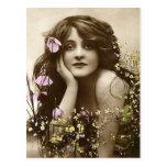 Beauté vintage avec des fleurs cartes postales
