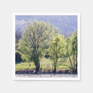 Beaux arbres verts serviette en papier