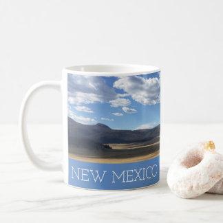 Beaux ciel bleu du Nouveau Mexique et tasse de