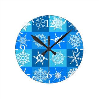 Beaux glaçons blancs bleus d'art abstrait horloge ronde