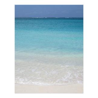 Beaux Turcs de la plage et photo de la Caïques Prospectus