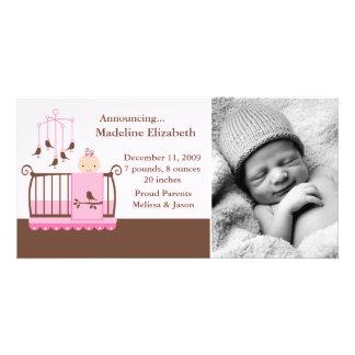 Bébé dans des annonces de naissance de photo de cartes de vœux avec photo