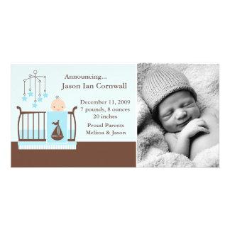 Bébé dans des annonces de naissance de photo de photocartes personnalisées