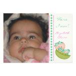 Bébé dans une photo de naissance de vert de menthe invitations