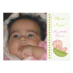 Bébé dans une photo de naissance de vert de rose d faire-part personnalisé
