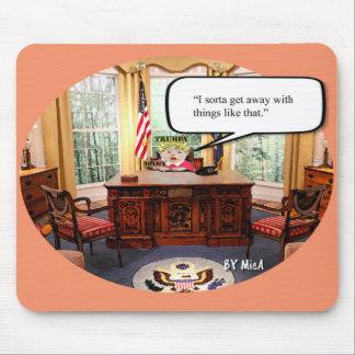 Bébé de Trumpy dans le bureau - tapis de souris