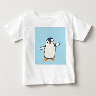 Bébé d'étreinte de pingouin t-shirt pour bébé