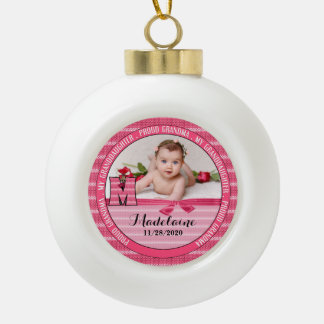Bébé fier du monogramme M de grand-maman nouveau Boule En Céramique