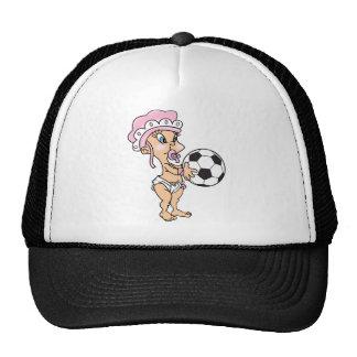 Bébé mignon avec le football casquettes