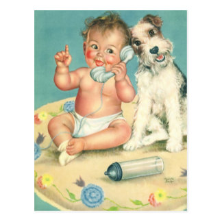 Bébé mignon vintage parlant sur le chiot de carte postale