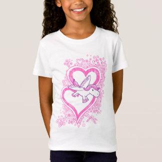 Bébé Pegasus avec le T-shirt de coeurs de