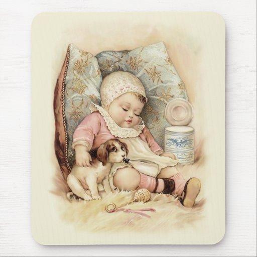 Bébé somnolent tapis de souris
