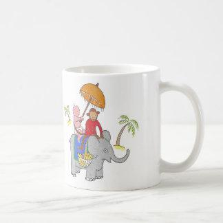 Bébé sur l'éléphant mug