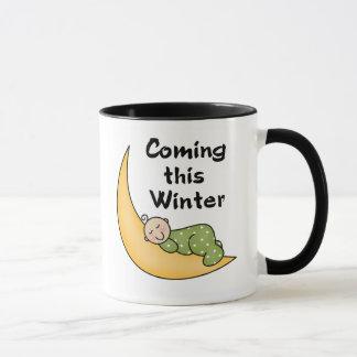 Bébé venant cet hiver mug