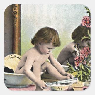 Bébé vintage sur une coiffeuse sticker carré