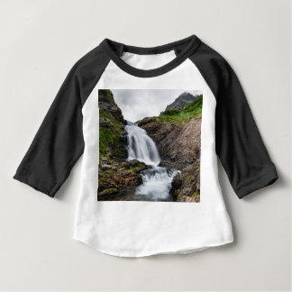 Belle cascade de cascade en rivière de montagne t-shirt pour bébé