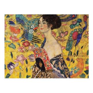 Belle femme avec la fan par Klimt Carte Postale