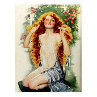 Belle femme avec les cheveux d'or brillants carte postale