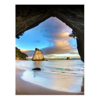 Belle formation de voûte de roche d'océan sur la carte postale